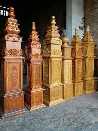 Cầu thang kính hay gỗ rẻ hơn